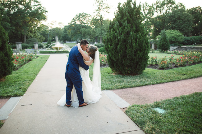 Loose-Park-Wedding-Photography-34